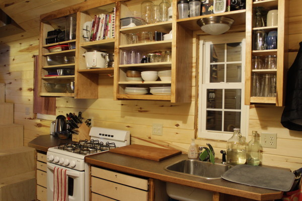 Полка на кухне своими руками